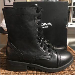 AZ Julie Boots Women's Size 6.5 NWOT Look New
